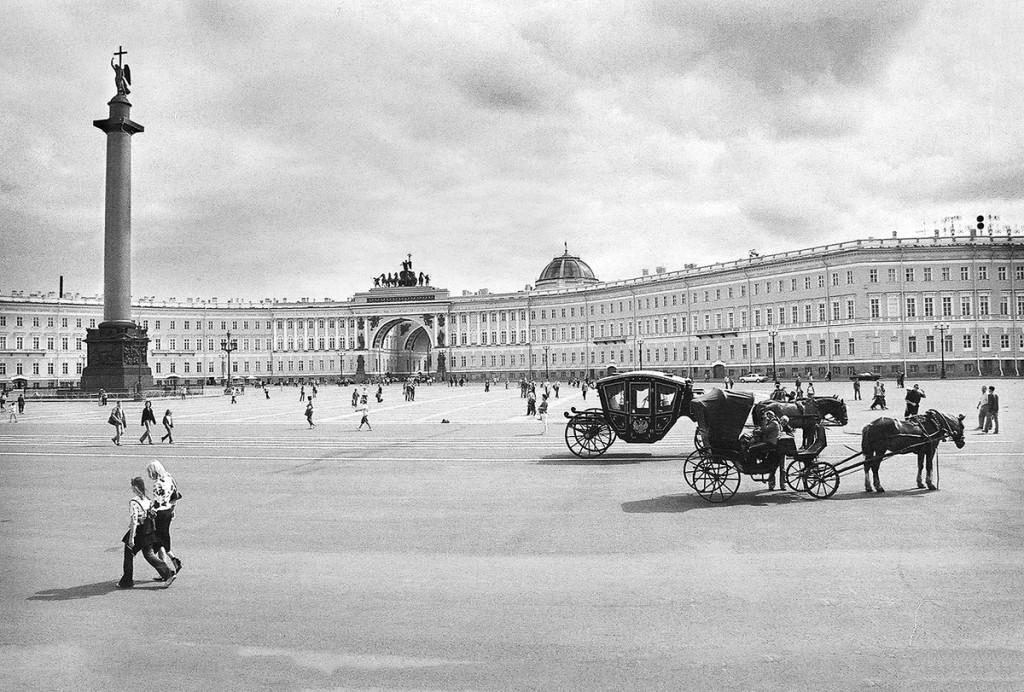 Zimnyj Dwariec (Pałac Zimowy) - tu m.in. mieści się słynny Ermitaż