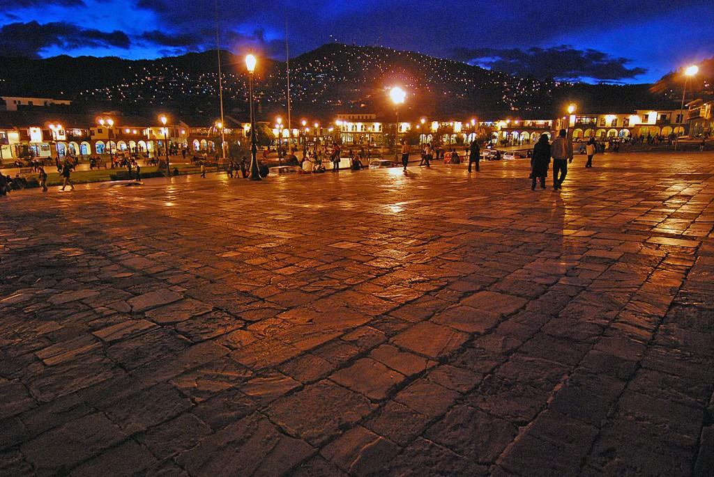 Nocne klimaty na głównym placu Cuzco - oczywiście Plaza de Armas