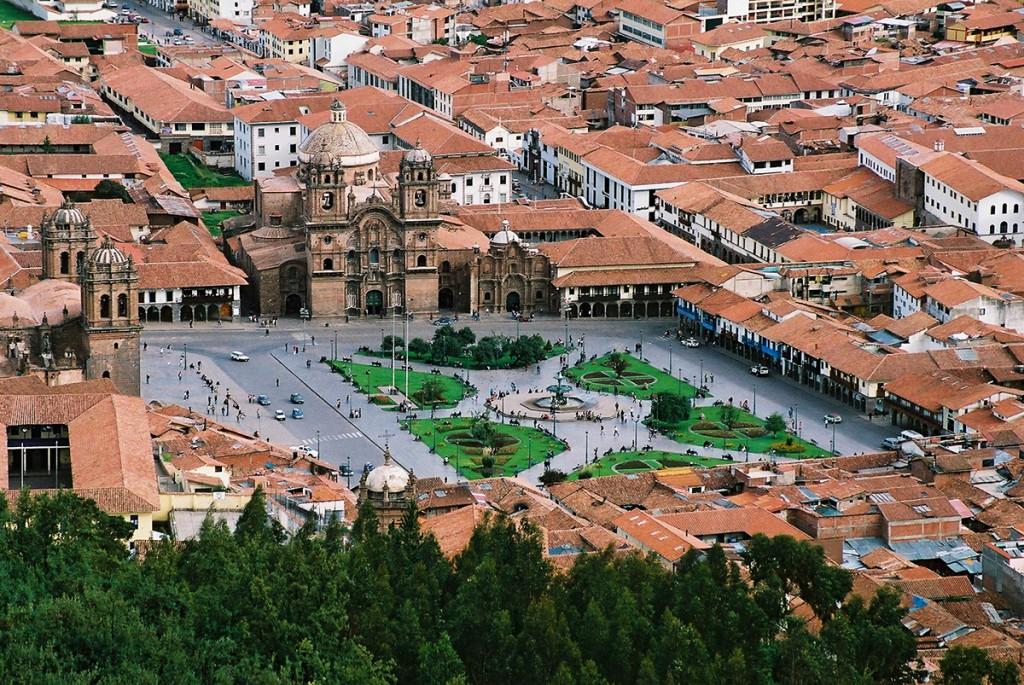 Widok na główny plac Cuzco z poziomu Christo Blanco