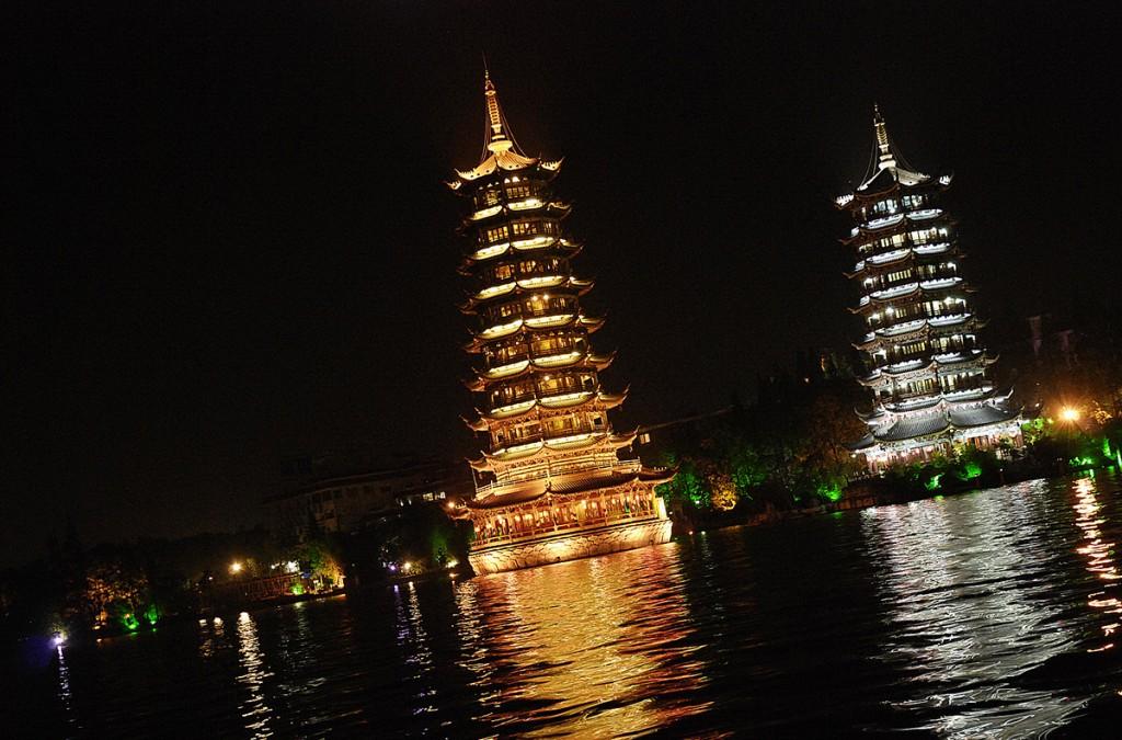 Pagoda słońca i pagoda księżyca