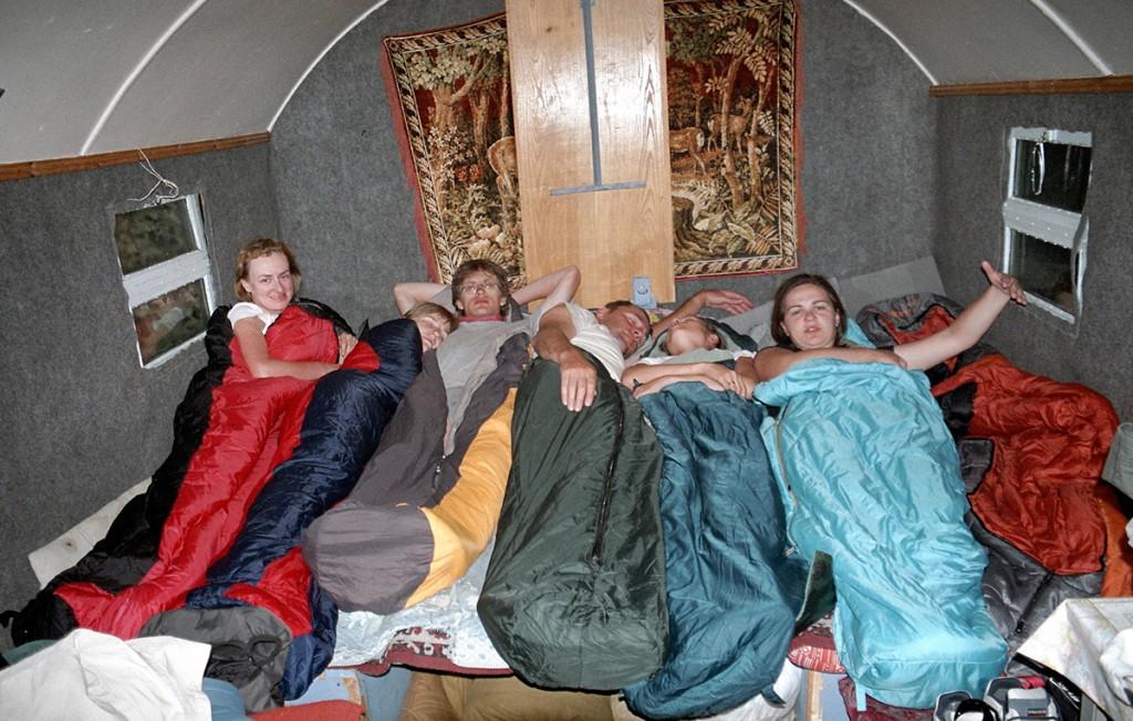 W siedem osób na jednym łóżku jeszcze nie spaliśmy :)