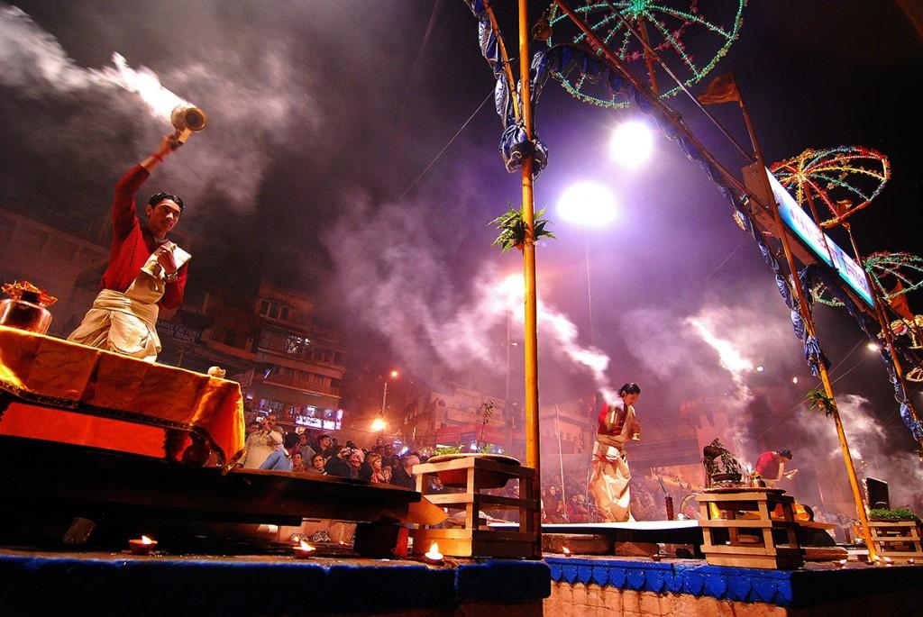 Światła, dymy, kadzidła, mantry. Prawie przeszliśmy na hinduizm
