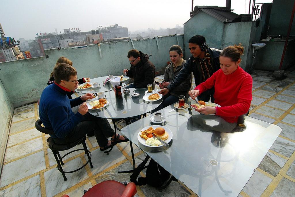 Śniadanie na dachu naszego hotelu